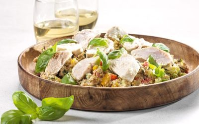 Maaltijdsalade van quinoa met kipfilet